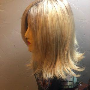 Blonde wig medium length